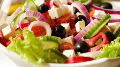 أشهر 4 أنواع للسلطة من المطبخ اليوناني