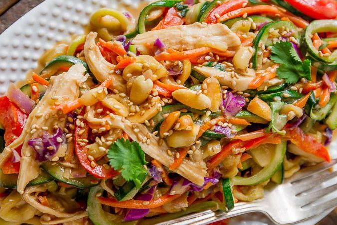 أطعمة صحية لتخفيف الوزن : مكرونة بالدجاج و الفول السوداني