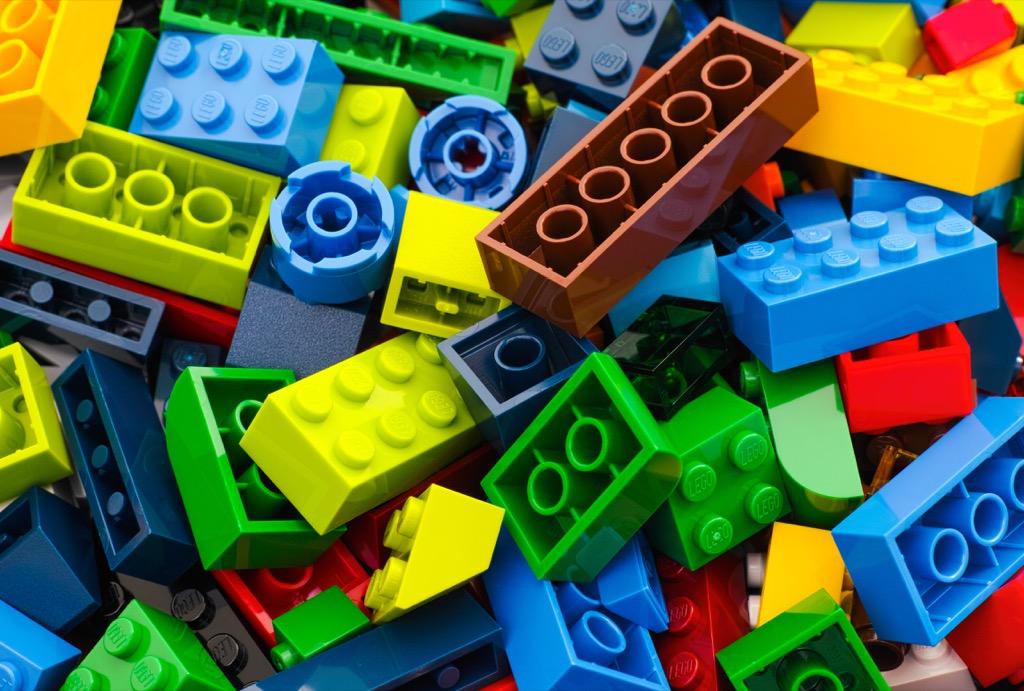 حقائق مذهلة : أكبر منتج للإطارات في العالم هم شركة LEGO