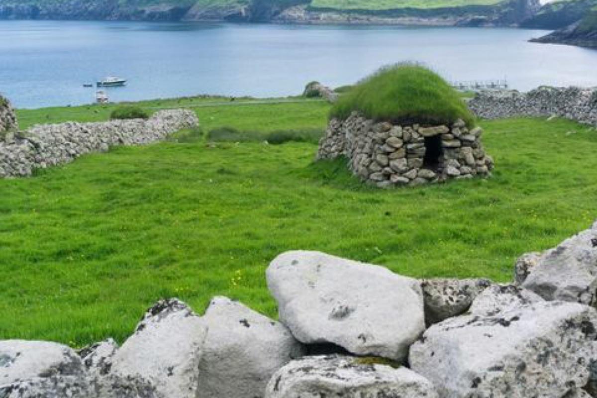 جزيرة هيرتا Hirta في اسكتلندا