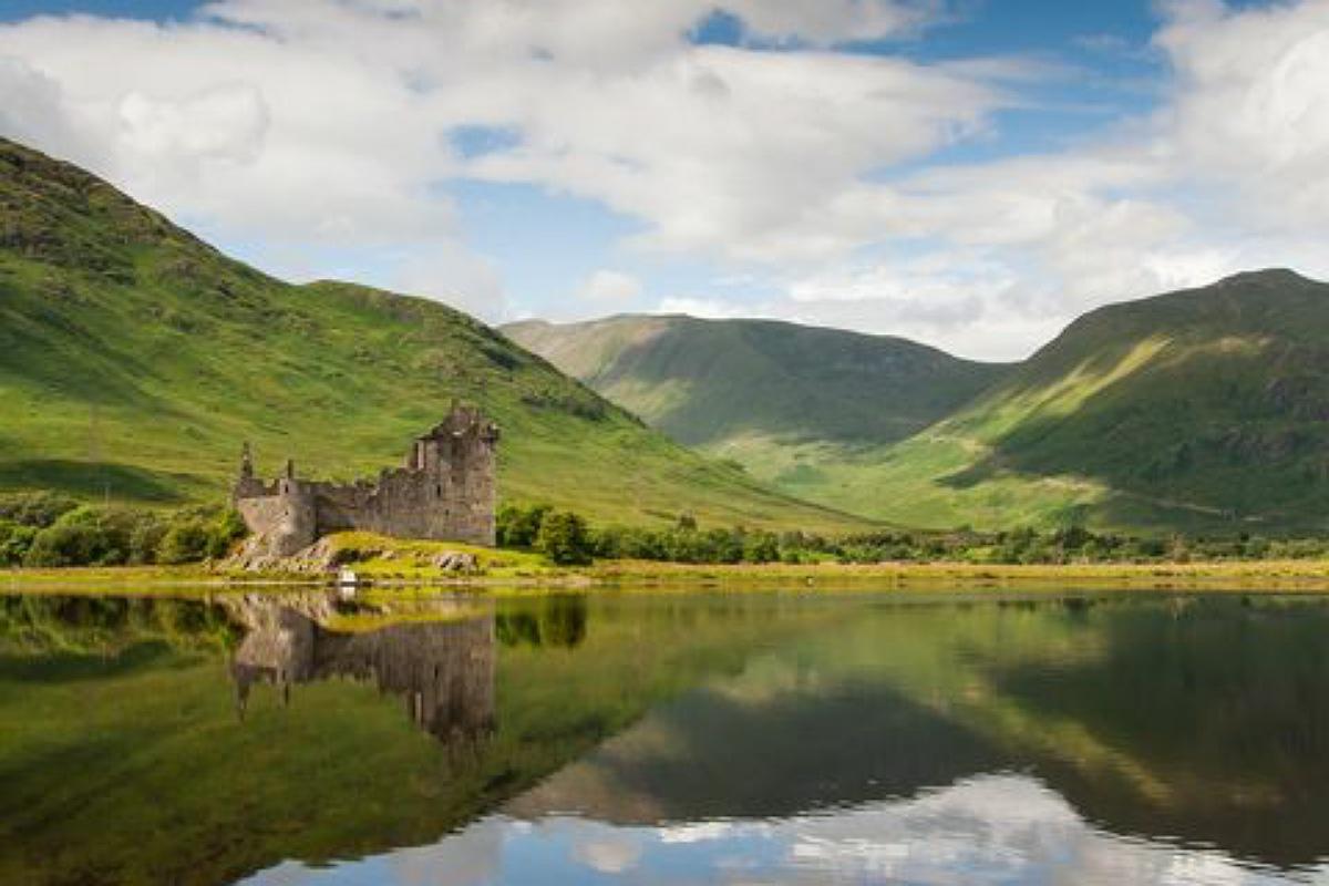أجمل الأماكن المهجورة في العالم : قلعة كيلتشورن في اسكتلندا