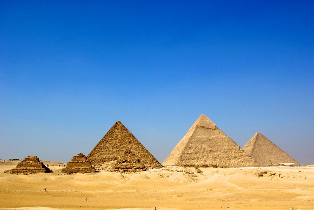 وجهات سياحية في أفريقيا : أهرامات الجيزة في مصر