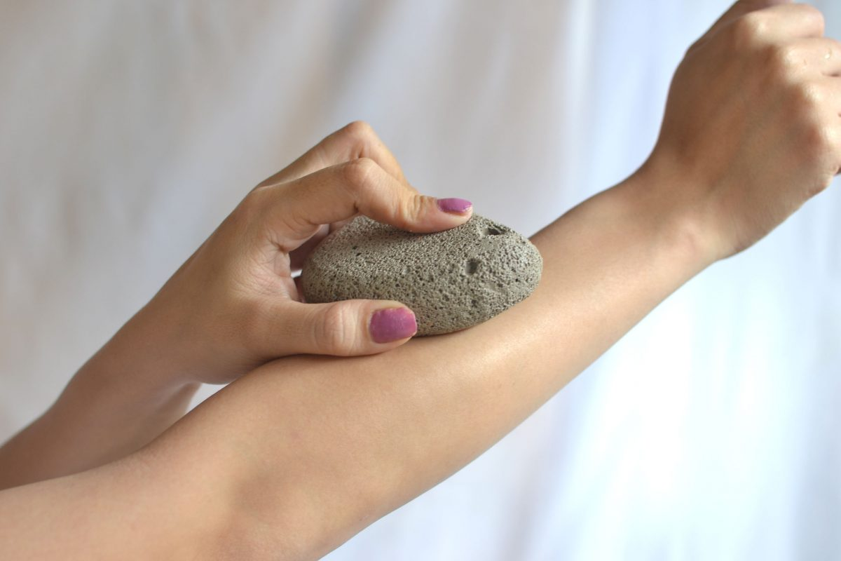 إستخدام الحجر الخفاف
