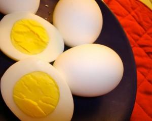 البيض المسلوق أحد أغذية إطالة الشعر في ثلاث شهور