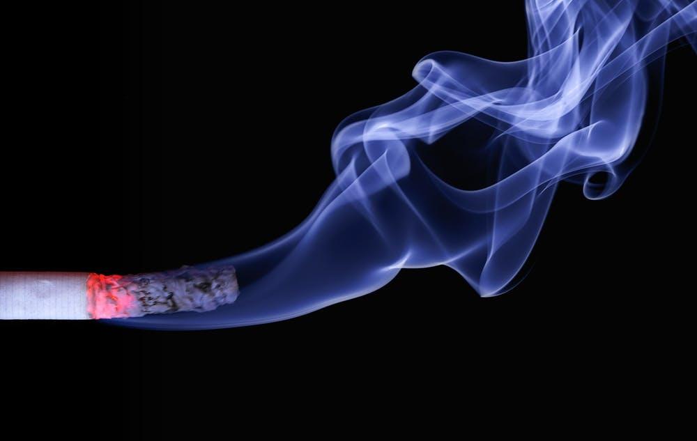التدخين من أبرز اسباب سرطان الرئة