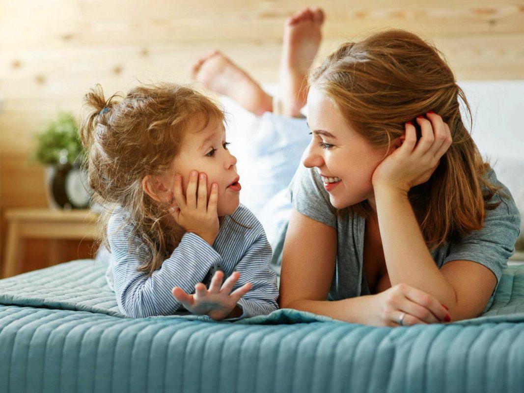 طرق تربية الأبناء الصحيحة : تعليمهم مهارات الاتصال