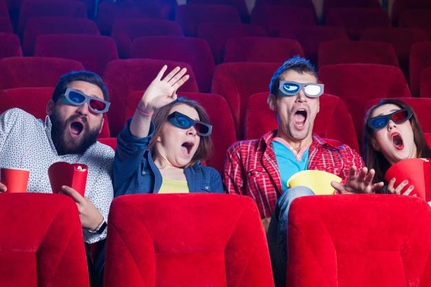 الذهاب إلي السينيما مع بعض الأصدقاء