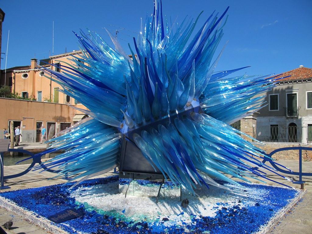 الزجاج المذنب من أشهر الأماكن في البندقية إيطاليا