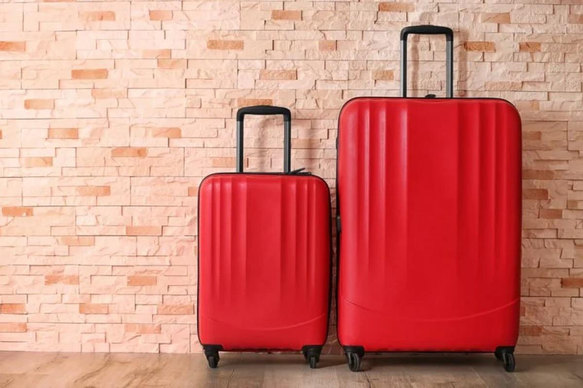 نصائح قبل السفر : وضع بعض ملابسك في حقيبة المرافق