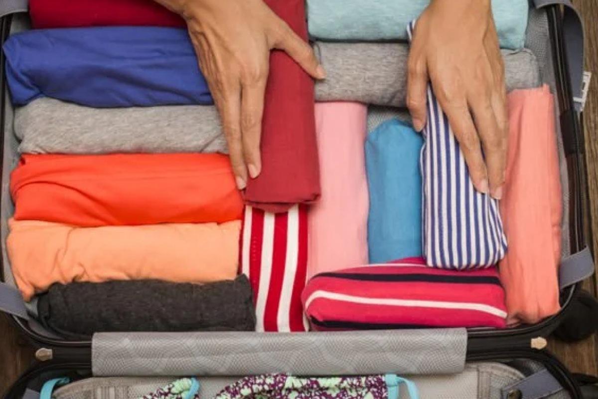نصائح قبل السفر : لف ملابسك