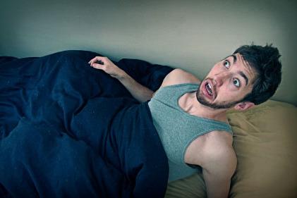 الاستيقاظ المفاجيء أثناء النوم