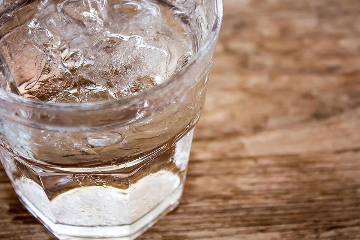 اشرب بعض الماء
