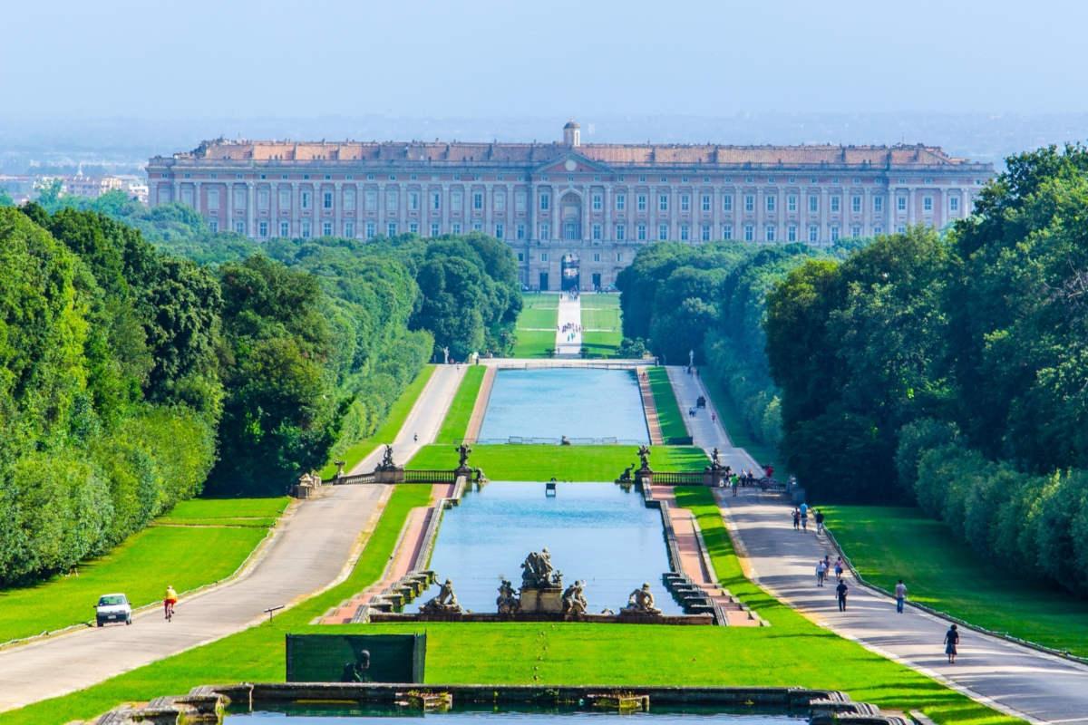 القصر الملكي و حدائق القصر في مدريد