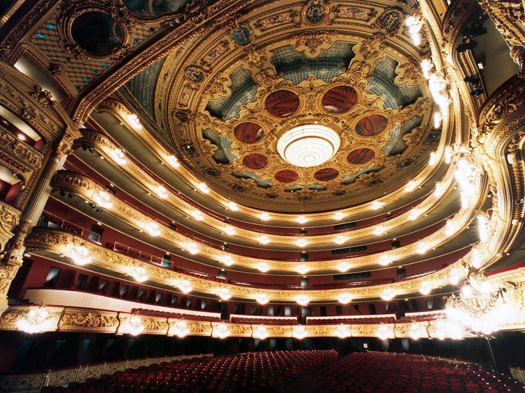 المسرح الكبير ديل ليسيو من أحسن الأماكن السياحية في برشلونة