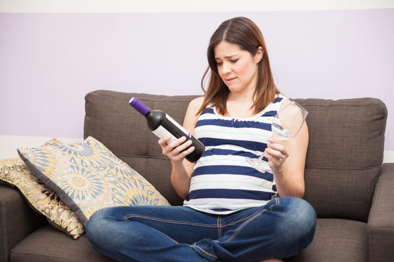 قائمة بأهم مصادر الطعام والشراب الممنوعة أثناء فترة الحمل