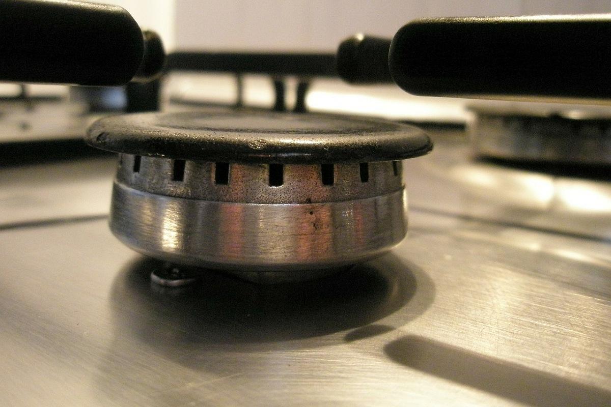 طرق استخدام الأمونيا : تنظيف شعلات البوتاجاز من الدهون