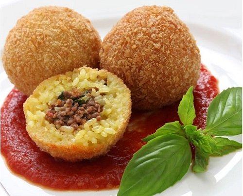 أشهر الأطعمة الإيطالية كرات الأرز