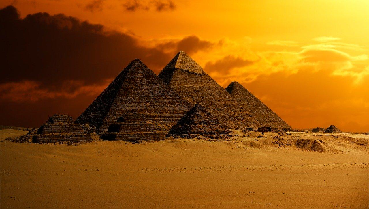 أهرامات الجيزة من أفضل الأماكن السياحية في مصر