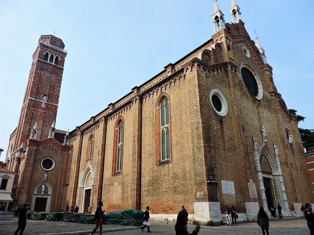 كنيسة بازيليك الفراري من أشهر كنائس البندقية إيطاليا