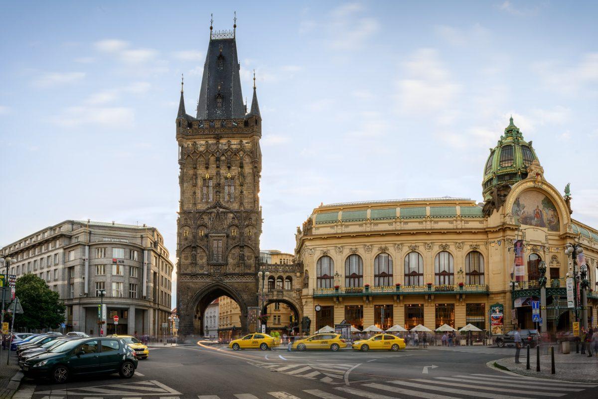 المناطق السياحية في براغ :. برج المسحوق براغ