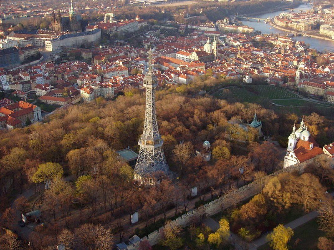 المناطق السياحية في براغ : برج بيترين