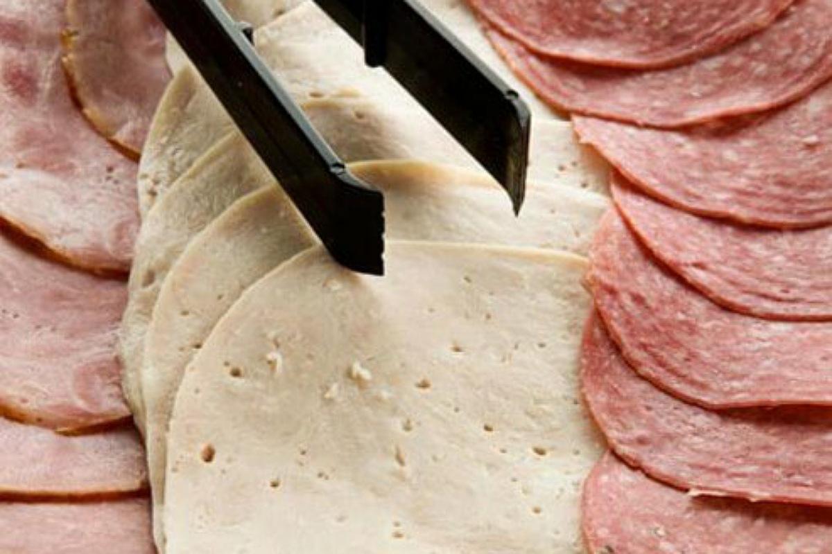 اللحوم و الهوت دوج