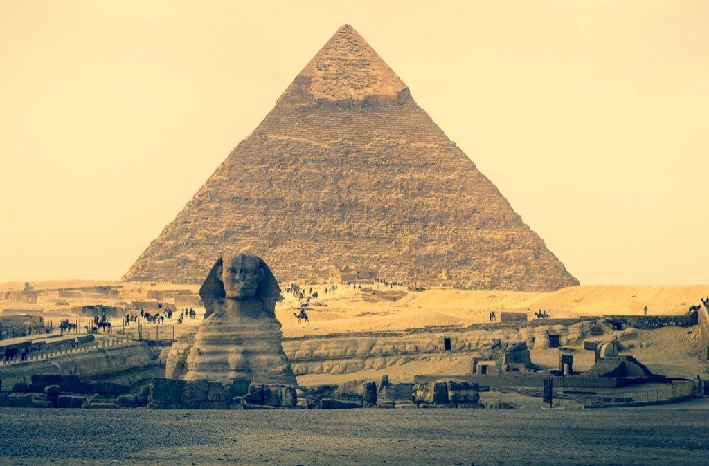معلومات تاريخية عن العبودية و الإضطهاد : تم بناء الأهرامات من قبل العبيد