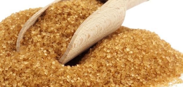 فوائد السكر البني الصحية :  توفير المساهمة الضرورية في علاج نزلات البرد و الإنفلونزا