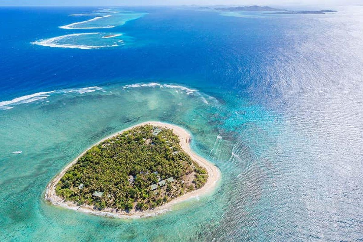جزر و بحيرات على شكل قلب