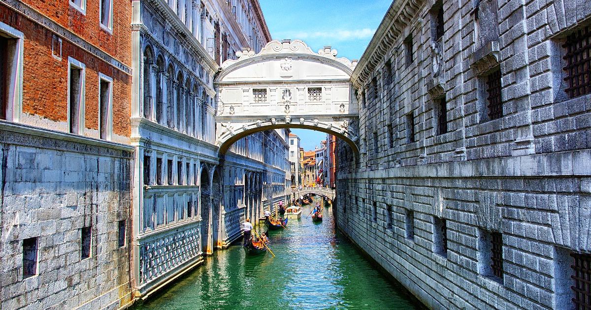 جسر التنهدات من أحسن الأماكن السياحية في البندقية إيطاليا