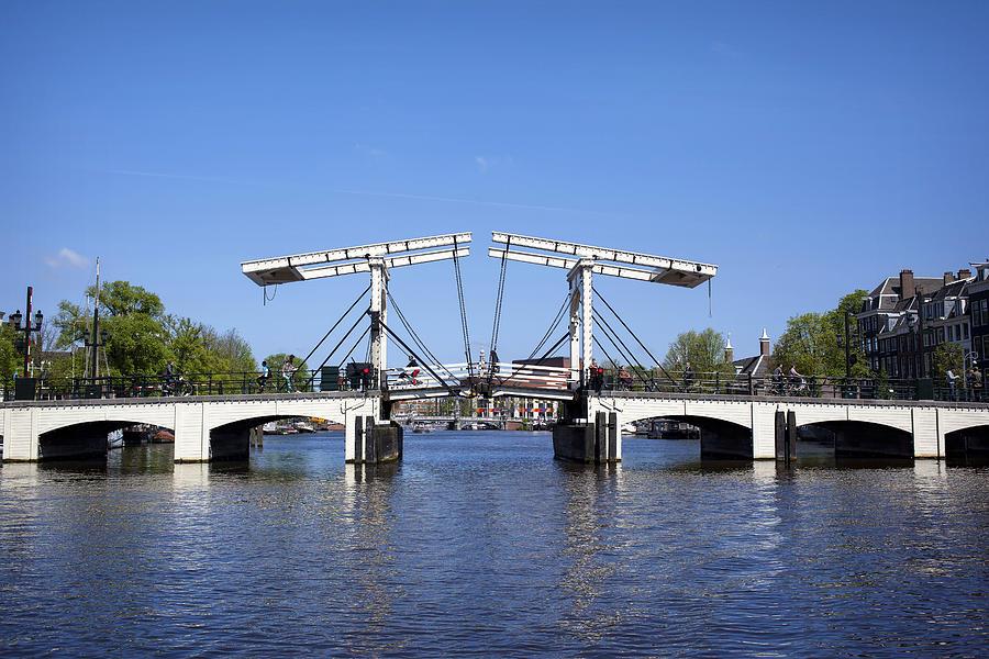 """جسر سكني """"نحيل"""""""