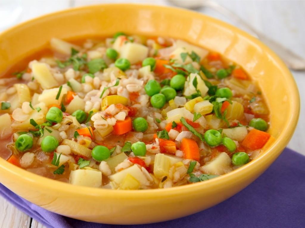 حساء البازلاء بالجزر بالكمون والشطة من أشهي أنواع الحساء التونسي