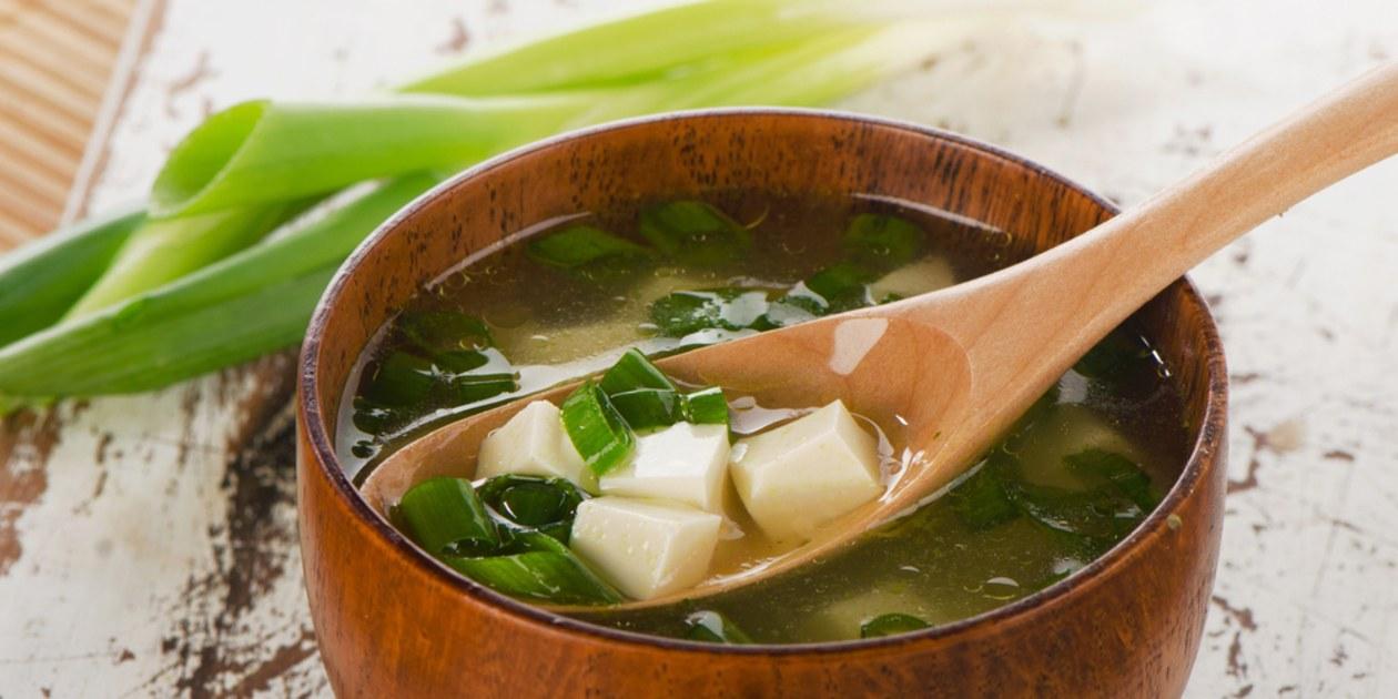 حساء الميسو من أشهر أنواع الحساء اليابني