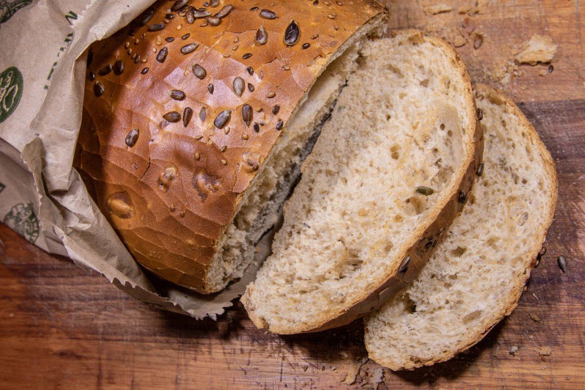 خبز القمح الكامل (الخبز الأسمر)