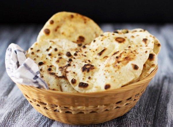 خبز النان الهندي الشهير