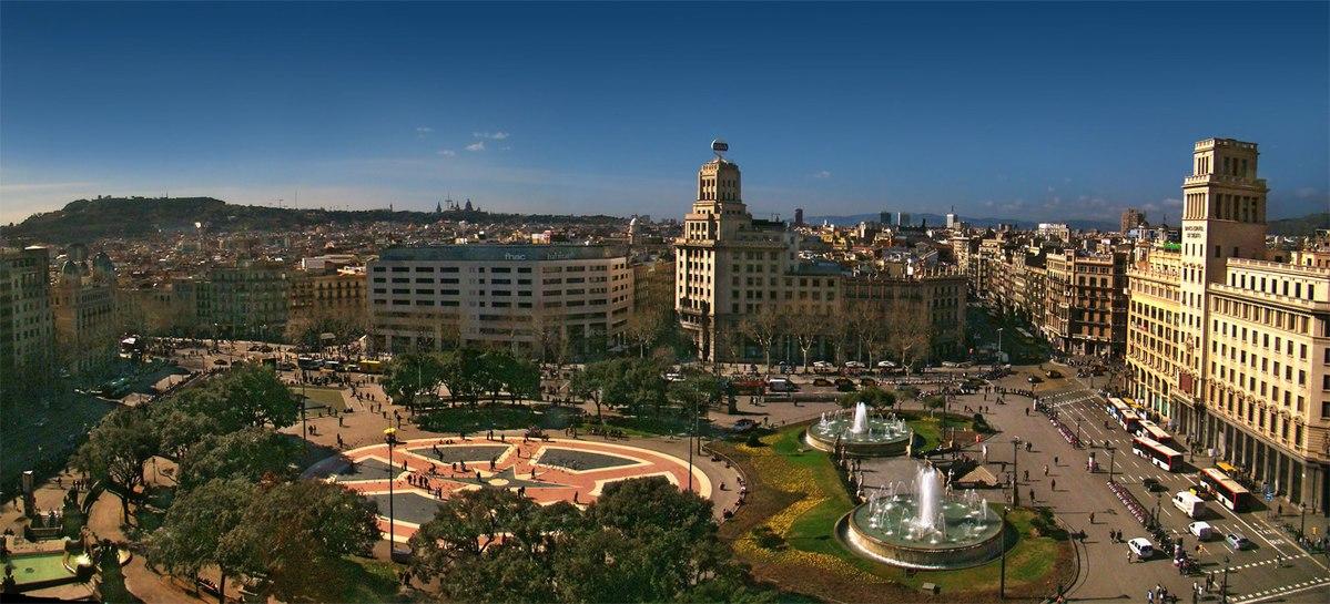 ساحة كاتالونيا من أشهر المناطق السياحية في برشلونة