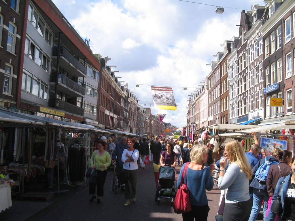 سوق ألبرت كويب من أفضل المناطق السياحية في أمستردام هولندا
