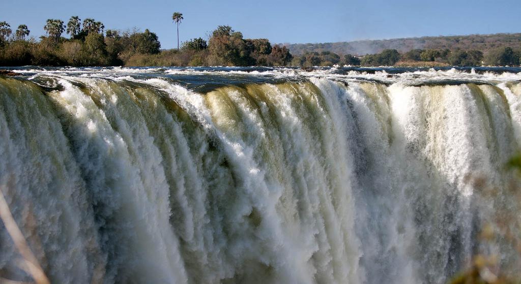 شلالات فيكتوريا في زامبيا و زيمبابوي