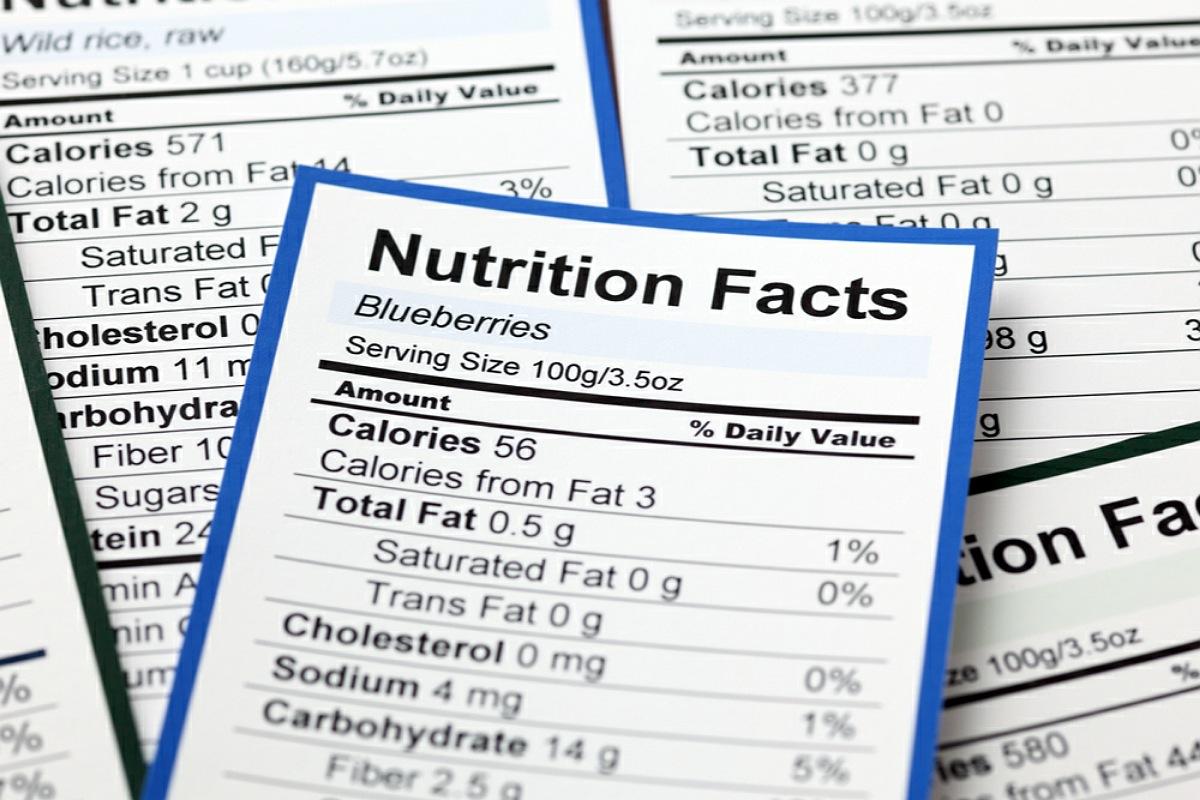 قراءة ملصقات القيم الغذائية المكتوبة على الأطعمة