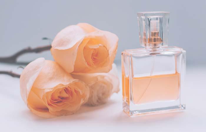 طريقة عمل العطور في المنزل باستخدام الورد
