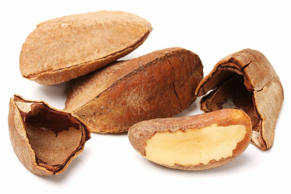 أفضل الأطعمة لبشرة صحية و مشرقة : تناول المكسرات البرازيلية لبشرة صحية
