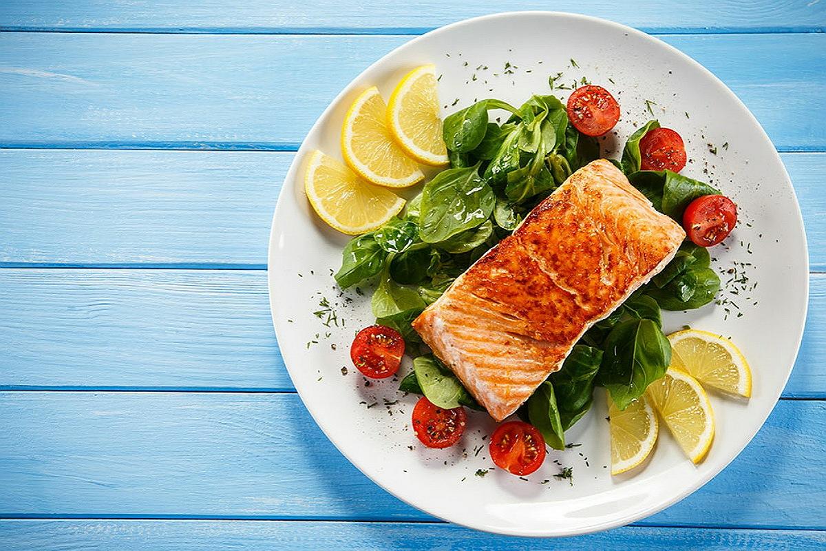 تناول سمك السلمون للحصول على بشرة صحية