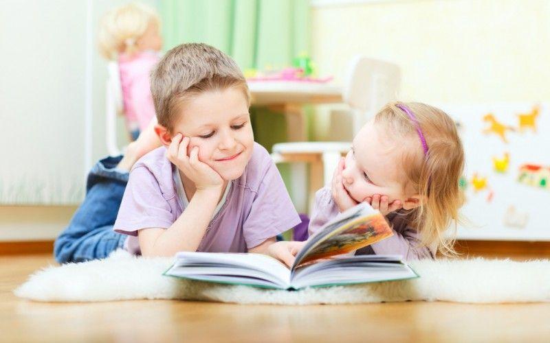 قرأة الكتب من أفضل أنشطة ترفيهية للأطفال