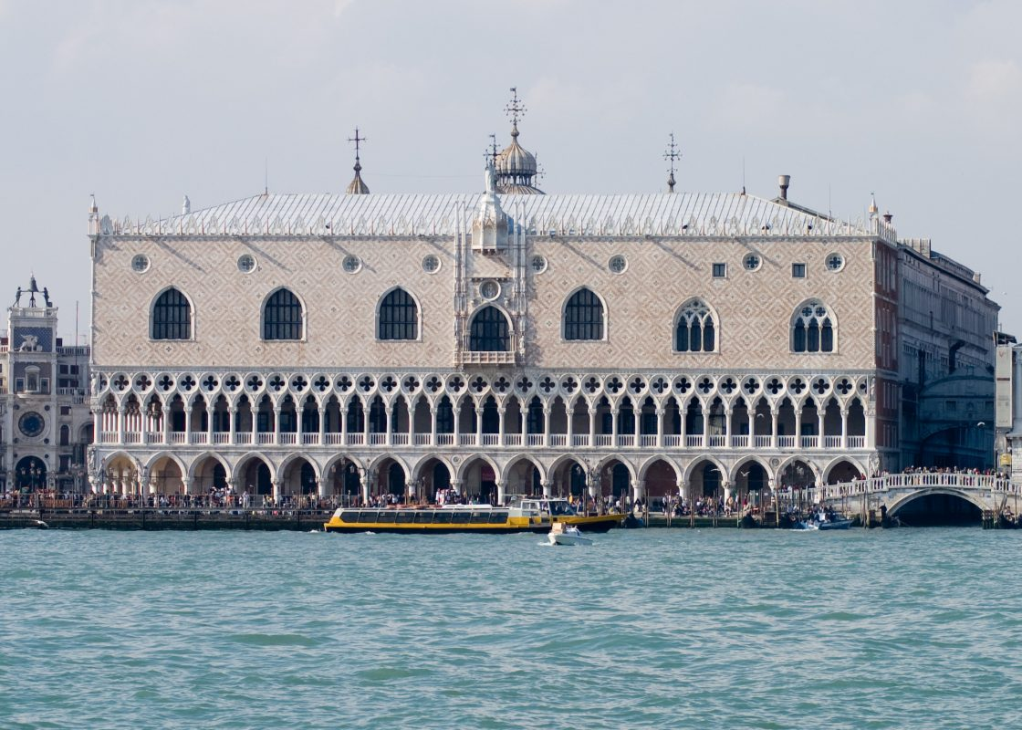 قصر دوجي من أشهر الأماكن السياحية في البندقية إيطاليا