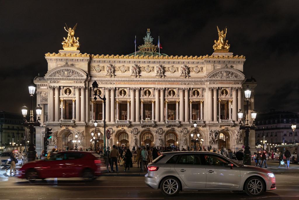 قصر غارنييه من أشهر الأماكن السياحية في باريس فرنسا