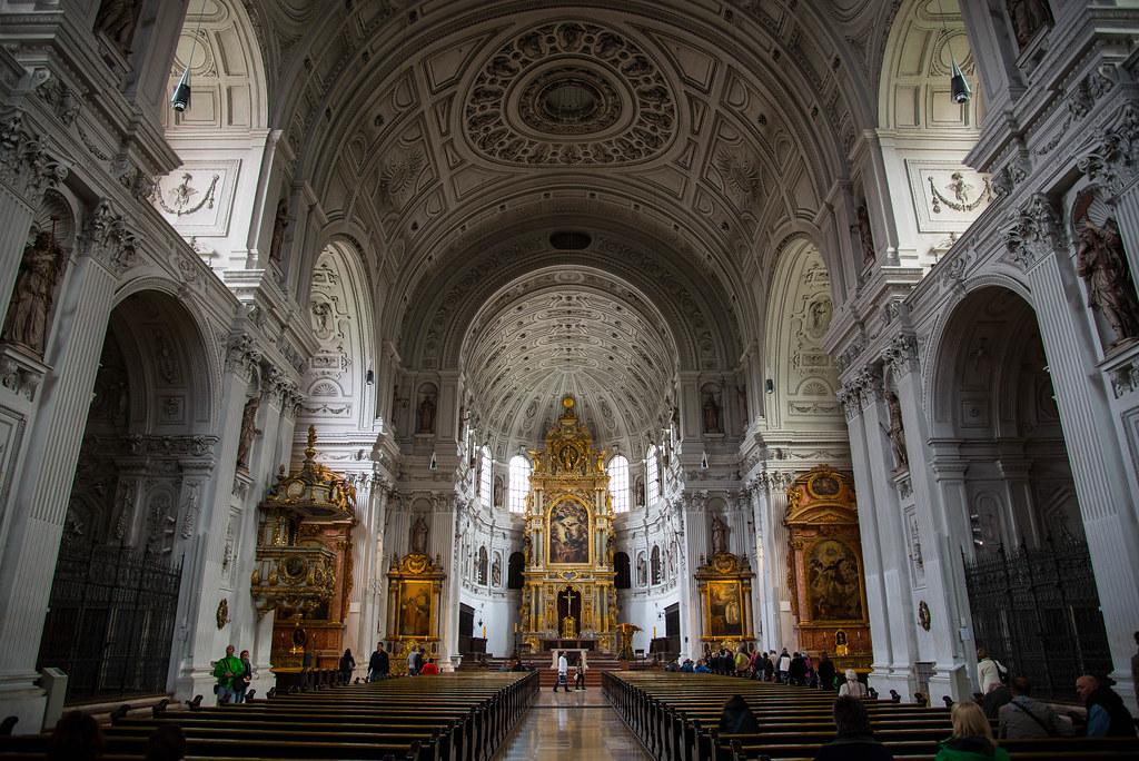 أفضل الأماكن السياحية في ميونخ : كنيسة القديس ميخائيل