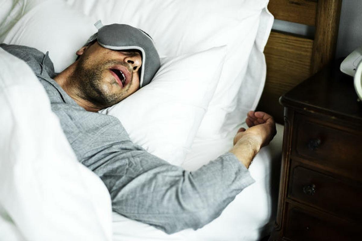 الأعراض العصبية للكورونا  : قد تشعر بنشاط غير عادي في الأحلام أثناء النوم