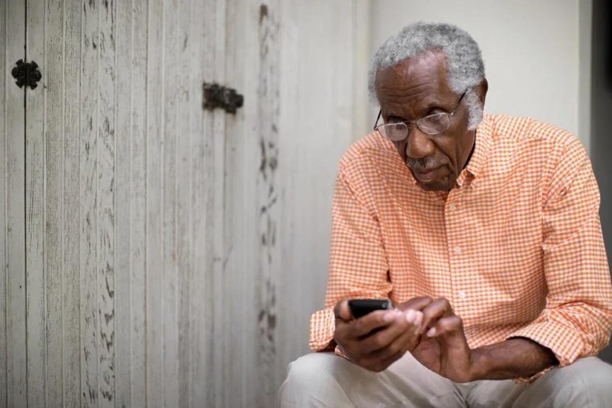 عادات تطيل عمرك : كن على تواصل مع الآخرين