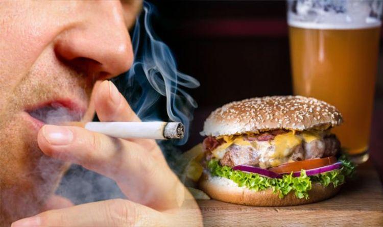 التدخين واحد من اخطر العادات بعد تناول الطعام