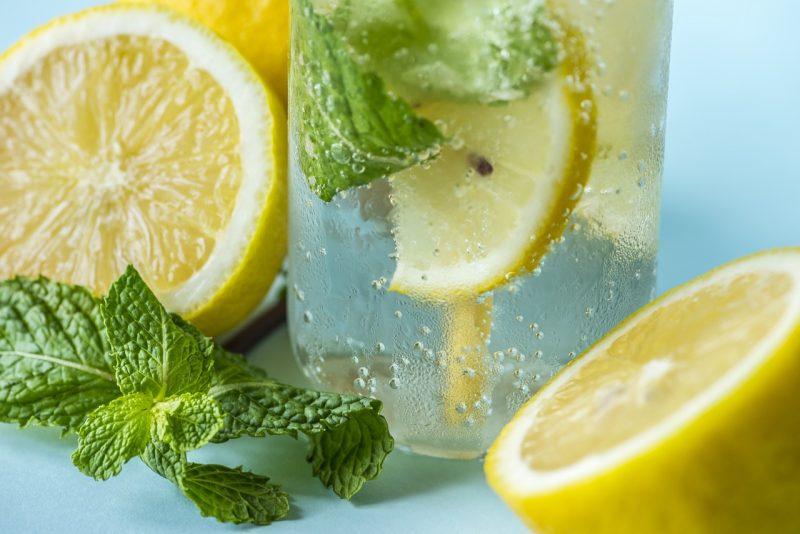 أهمية و فوائد ماء الليمون